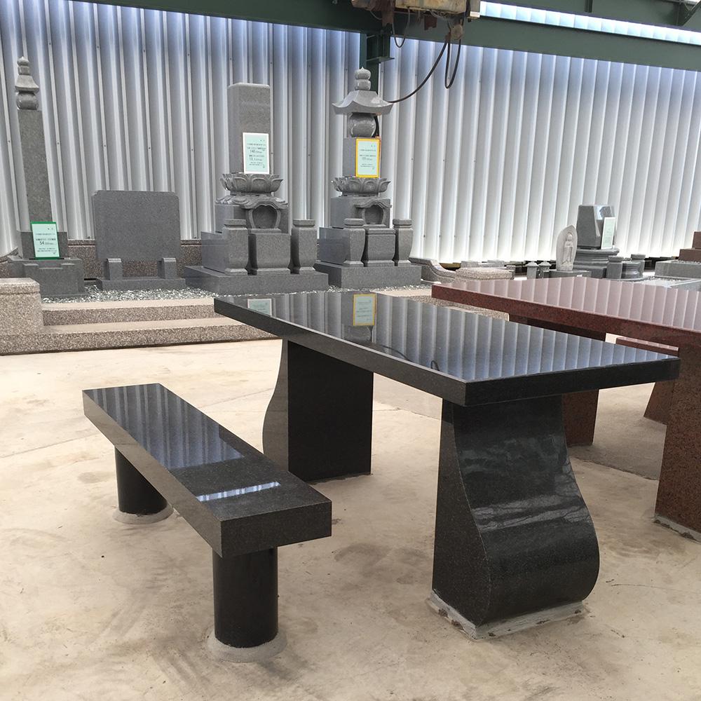 石のテーブル、ベンチ(仁尾総合展示場)